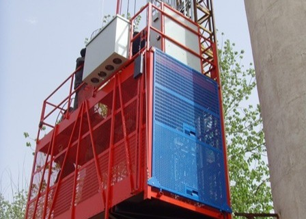 2700kg VFD Red Single Cage Construction Material Hoists for Mining Wells